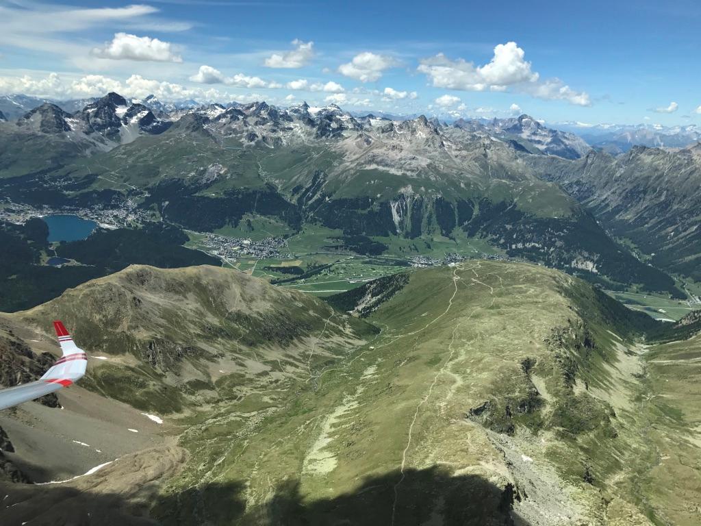 Bild 07: Eine einzigartige Sicht über das Oberengadin und weiter …